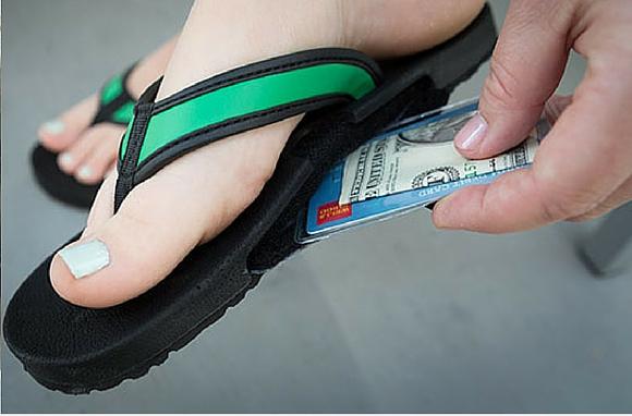 Спрятать деньги в обувь