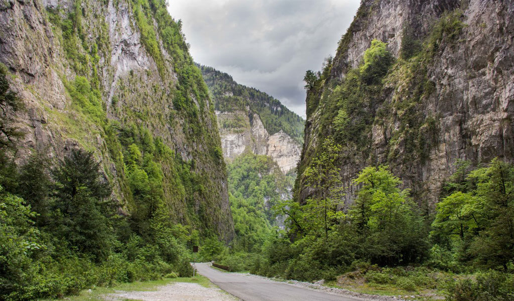куда съездить в абхазии