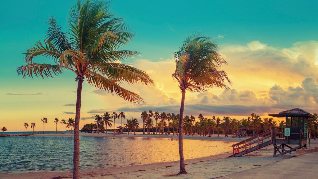 пляж в Майами вечером